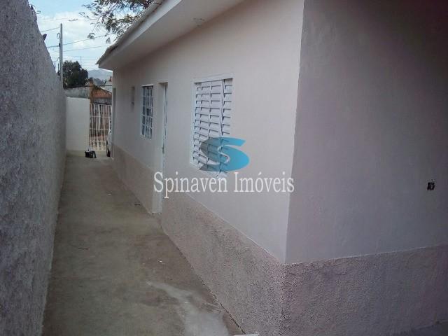vista corredor lateral de acesso as casas