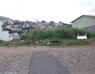 comprar ou alugar terreno no bairro centro na cidade de para de minas-mg