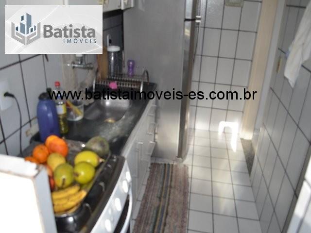 Cozinha vista da área de serviços