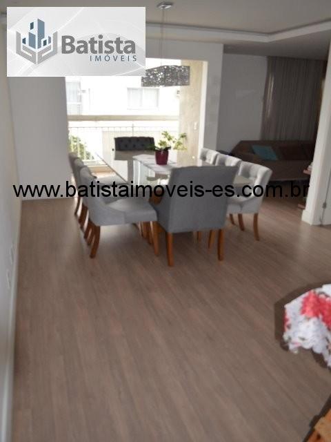Sala com piso laminado de madeira