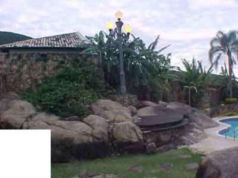 Casa Ribepiscina pedra