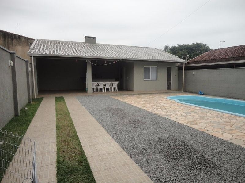 Vista piscina e edícula