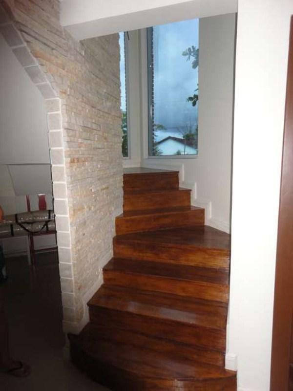 Escada pinheiro