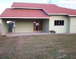 casas para alugar em Jarinu - SP térrea grande com gramado