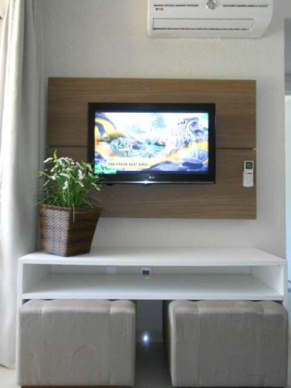 TV e ar condicionado na sala
