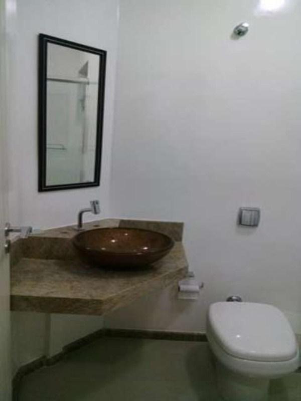 Banheiro Corredor 01