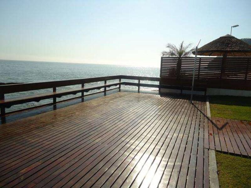 deck frente mar