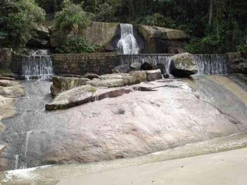 Cachoeira sendo vista da Praia