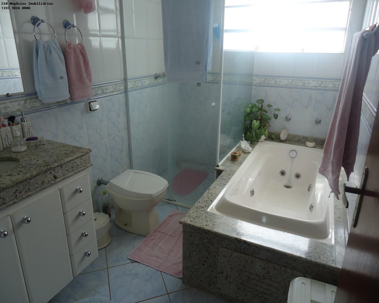 banheiro com hidro da suíte
