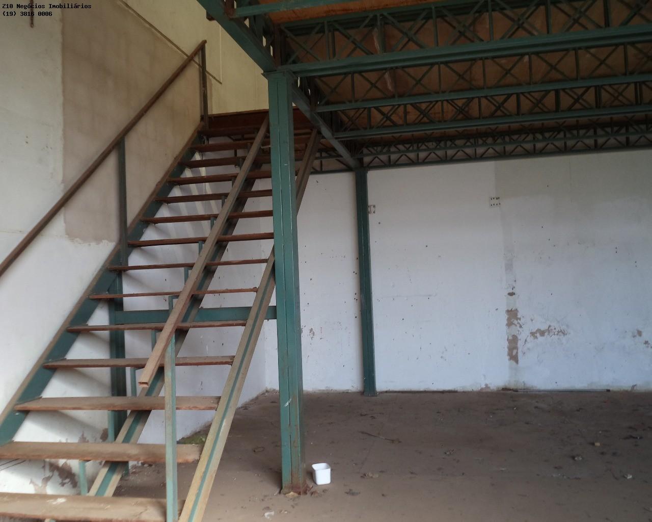escadaerto para o mezanino ab