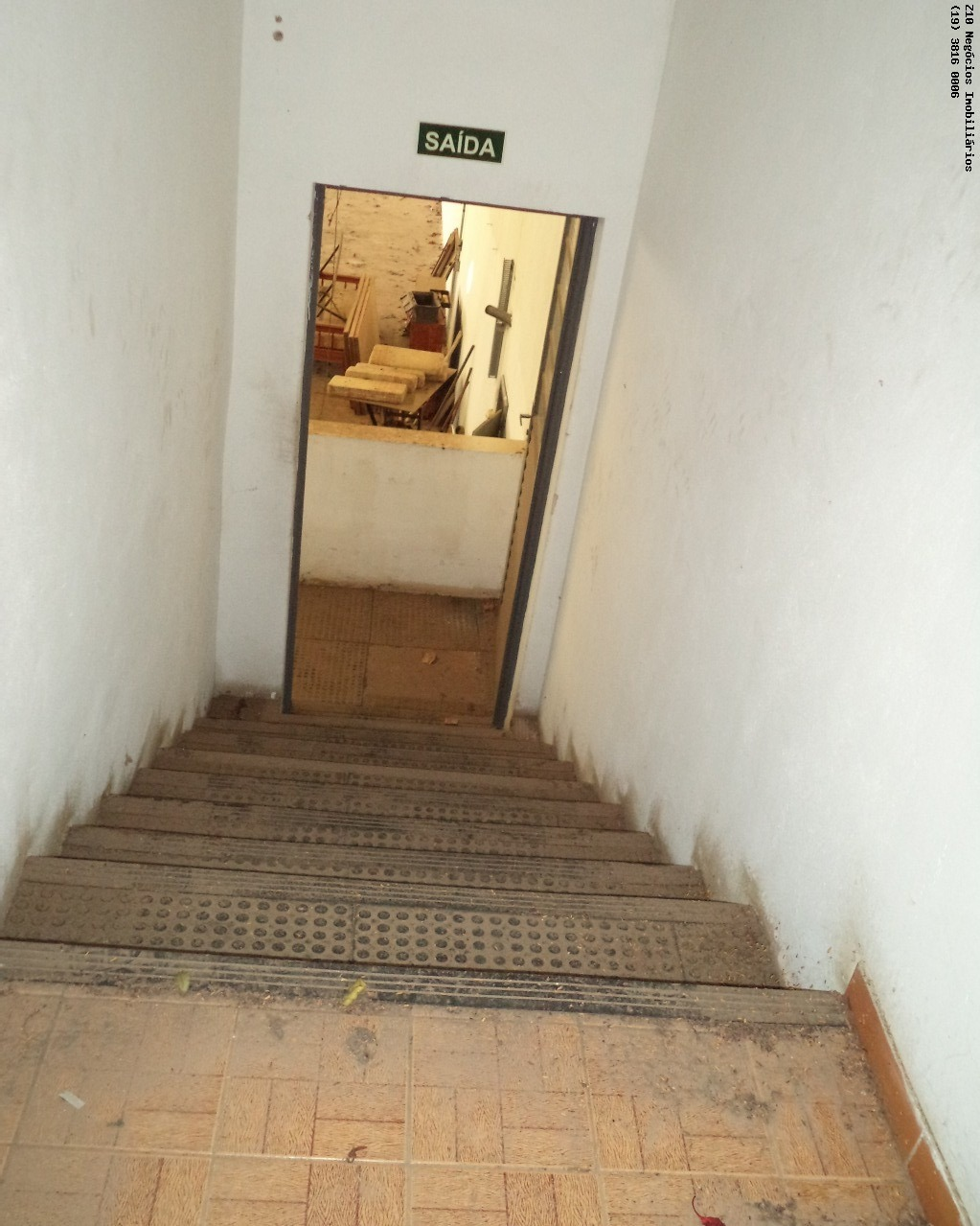 escada galpão para mezanino fechado
