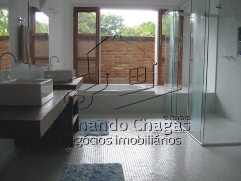 Banheiro com banheira para 2 pessoas suíte 1