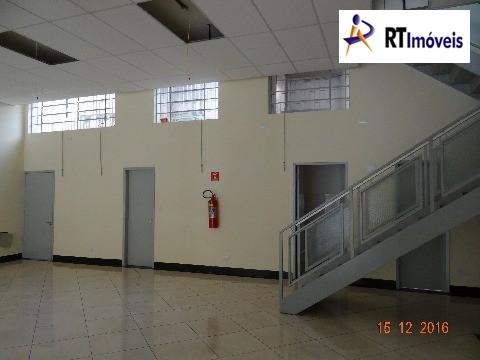 Salão principal (visão da cozinha e banheiros)