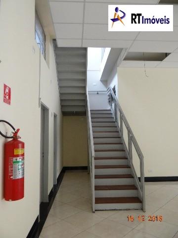 Visão de escada para piso superior