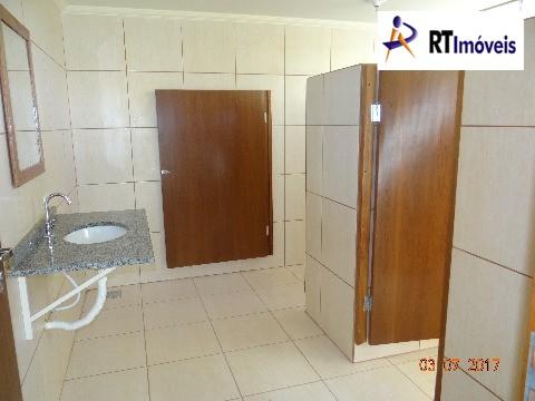 Banheiro com 1 para deficiente e um normal