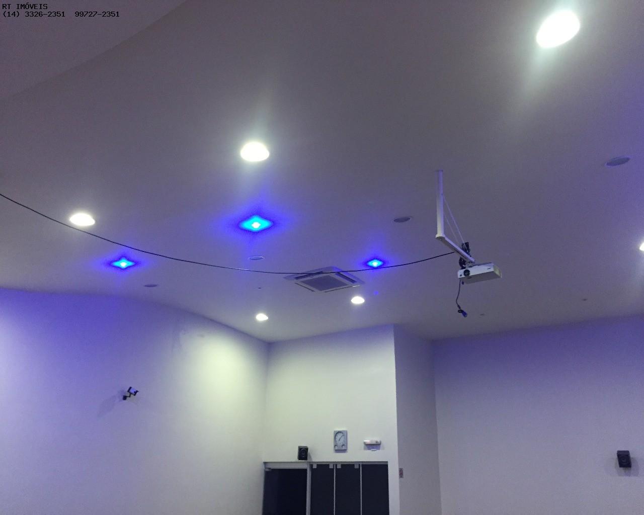 Iluminação e ar refrigerado auditório